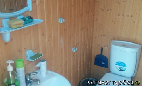 Туалеты внутри