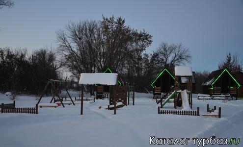 Бунгало и детская площадка
