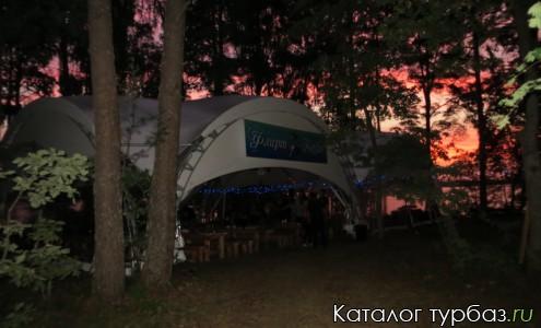 шатер-ресторан во время мероприятия