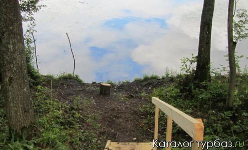 лестница к озеру на одном из кемпсайтов