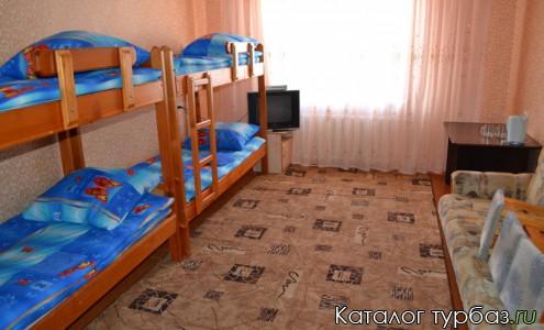 Шестиместный номер с двухъярусными кроватями