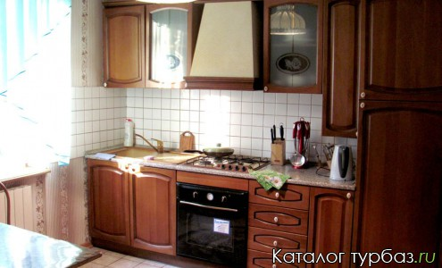 Кухонная зона в коттедже