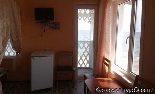 Домик на берегу двухэтажный