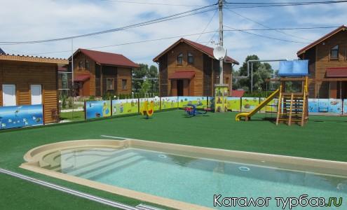 Детская площадка с бассейном
