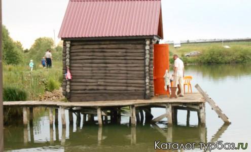 Домики на воде и суше
