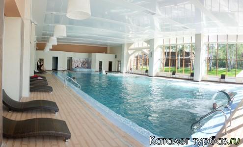бассейн 200 м2.