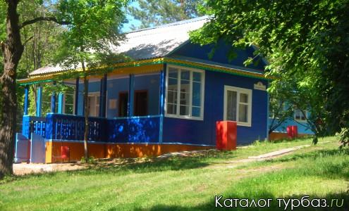 Деревяный летний домик