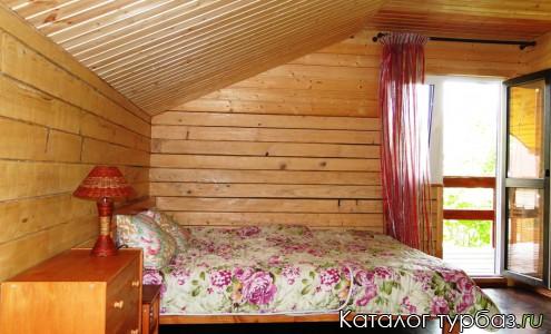 Большая спальня на 2 этаже
