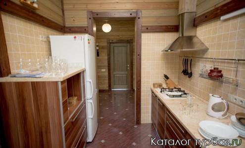 Кухня. Дом у озера
