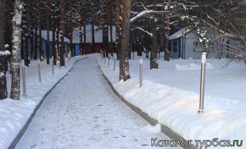 аллея с финскими домиками