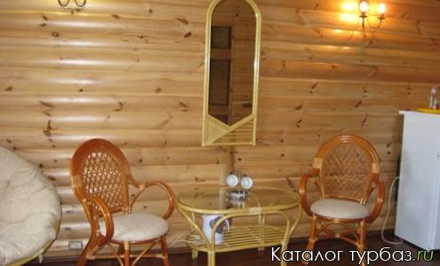 Номер категории Люкс с мебелью из ратанга