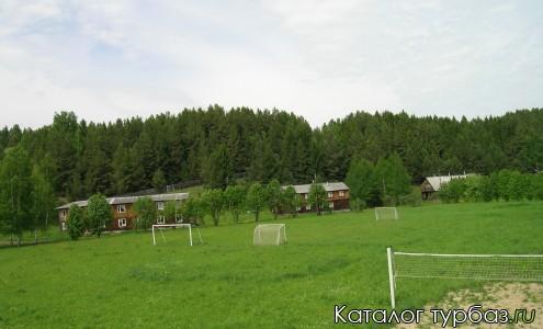 Корпуса базы и спортивные площадки