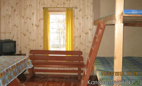 Комната нарния в Туристском приюте Горница