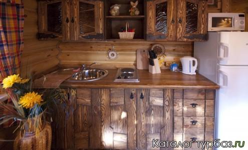 Кухня оборудована всем необходимым для приготовления пищи.