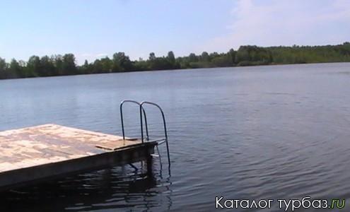 вид озера с пристани