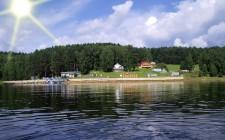 Общий вид базы отдыха с Красноярского моря